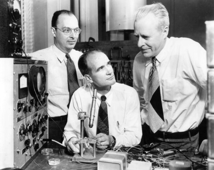John Bardeen, William Shockley y Walter Brattain, inventores del transistor en 1948